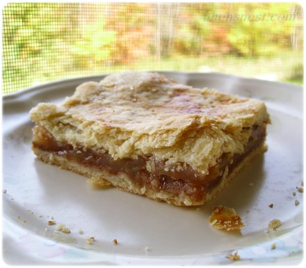 Potluck Apple Pie Bars #Recipe {make pie in a sheet pan ...