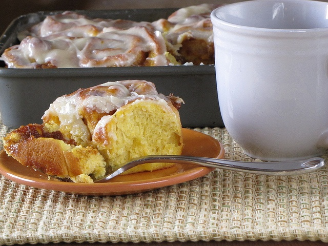 can almost smell these Quick Pumpkin Cinnamon Rolls right now! I ...
