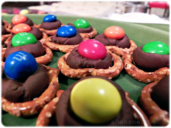 peanut butter m&m pretzels