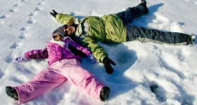 Fun outdoor Winter Activities for your Family to enjoy together – Guest Post by Dee