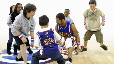 Harlem Globetrotters player Handles dribbling