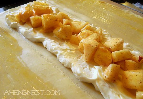 apple cream cheese pie braid