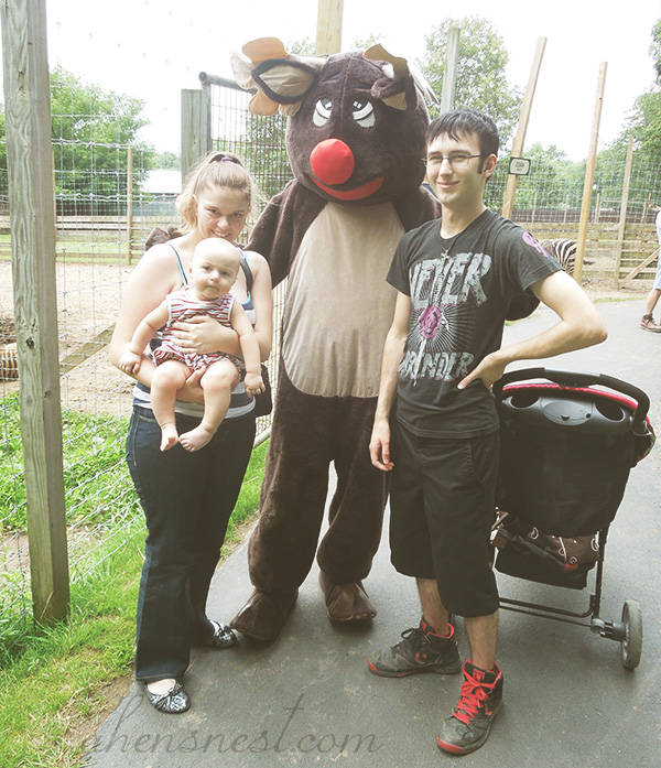 first-zoo-trip-baby-family