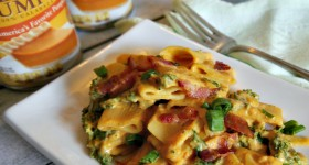 Creamy Pumpkin Pasta with Kale & Bacon #PumpkinCan